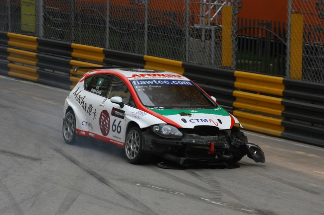 В олтличие от Меню, Андре смог добраться до боксов и после ремонта стартовал во второй гонке, однако отказ двигателя остановил его и в ней