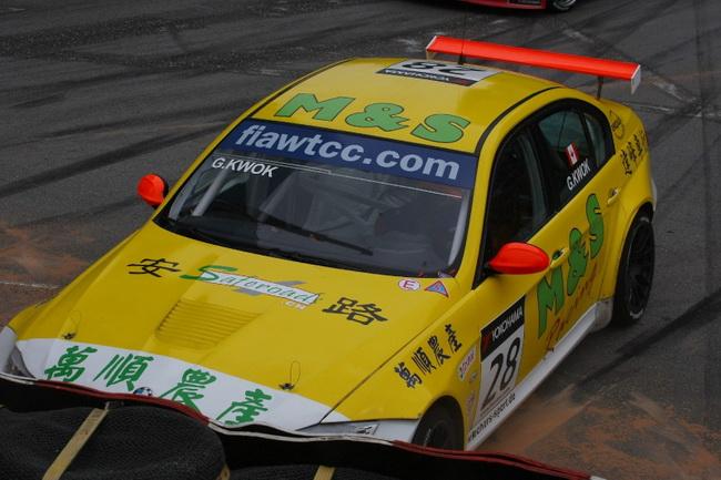 Примечательно, что канадский китаец попал в аварию и в первой гонке, однако тогда повреждения машины были куда менее болезненными