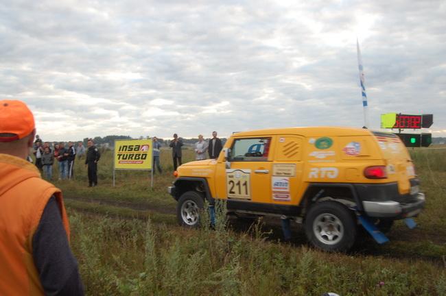 """В украинских ралли-рейдах в близком к серийному """"Продакшене"""" лидируют участники на Toyota FJ, на которых выступают и Кукзнецов и Кондратьев (на фото)"""