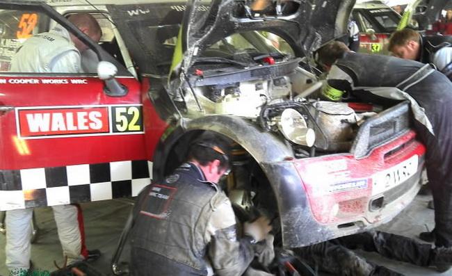 Механики совершили небольшое чудо с машиной Криса Мика, поменяв за 30 минут то, что на обычном СТО означало бы добрую неделю работы...