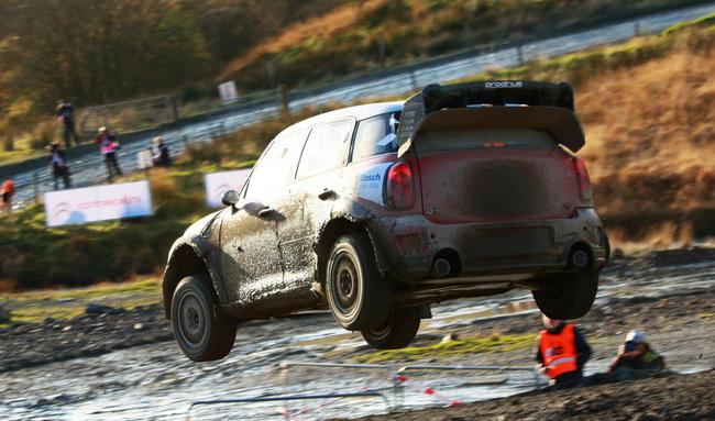 Несмотря на отсутствие турбонаддува и проблемы с КПП, на первом круге Мик показывал времена в топ-10, опережая многих участников зачета WRC!