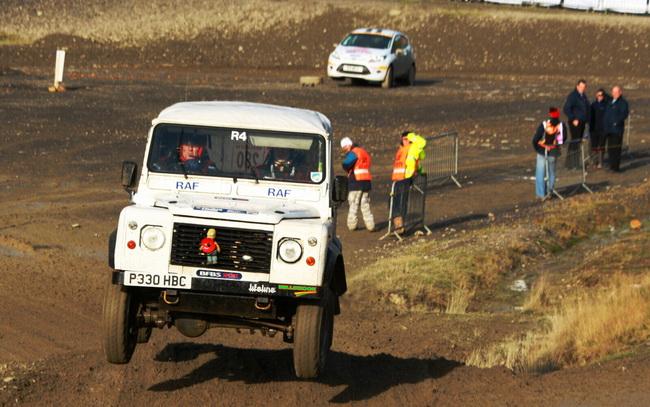 """Помимо почти 70 участников Ралли Уэльса, дороги """"разбивал"""" еще и канал из 50 машин национального ралли, который замыкал десяток внедорожников!"""