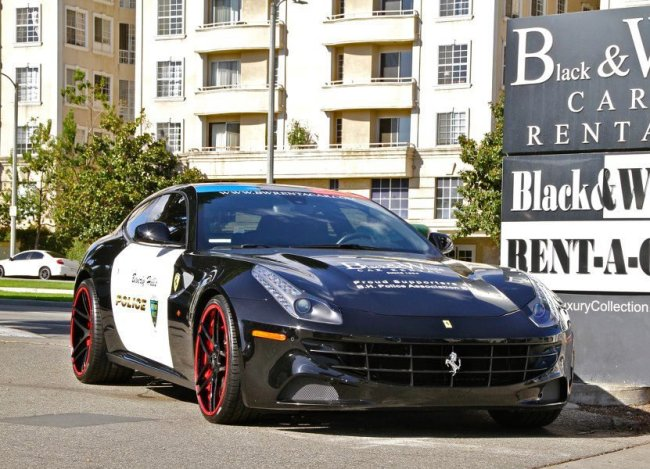 Суперкар Ferrari FF