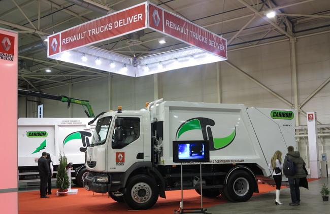 В Киеве представлены новые мусоровозы