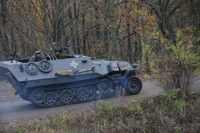 Военно-исторический фестиваль «Даешь Киев»: Полугосеничный транспортер Kfz 251