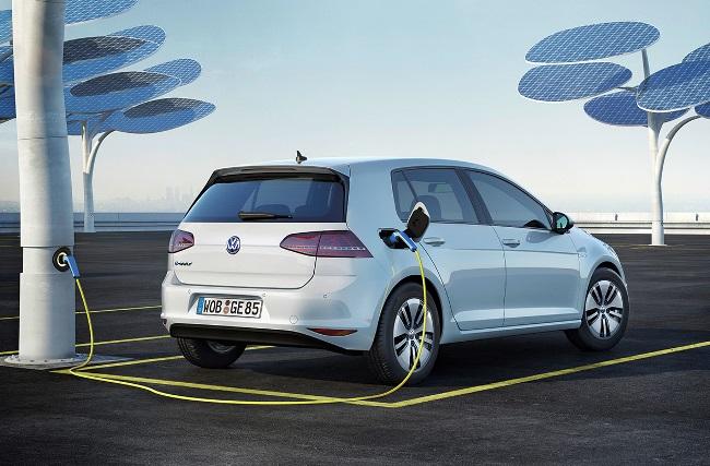 20Первый электрический Golf появится уже в этом году15-Volkswagne-E-Golf-9