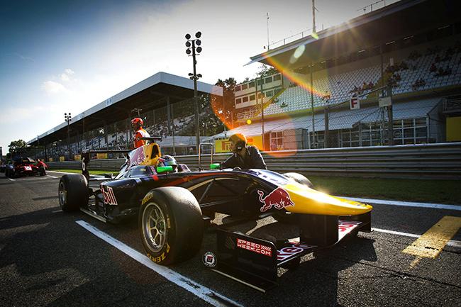 Российский гонщик стал чемпионом GP3