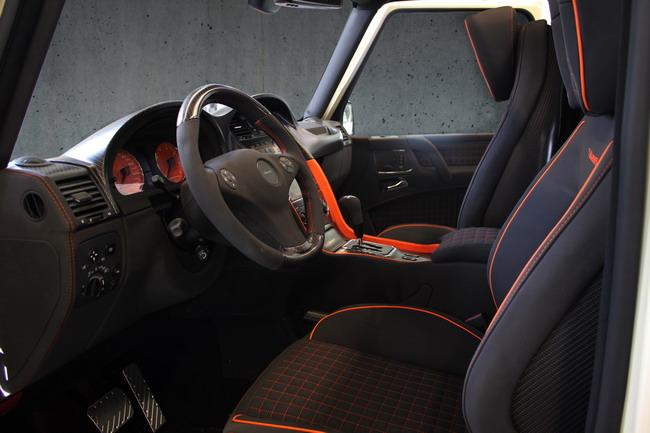В интерьере Mercedes-Benz G-class от Mansory - различные сочетания кожи, алькантары, карбона или древесины.