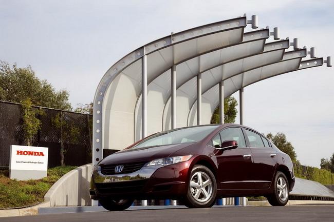 Силовая установка на водородных топливных элементах используется в Honda FСX Clarity