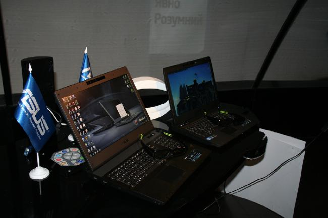 У игрового ноутбука Asus G74Sx есть капот для удобства апгрейда.