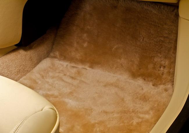 В каждой детали интерьера Mini by Goodwood - мотивы роскоши, как ее понимали в старой доброй Англии