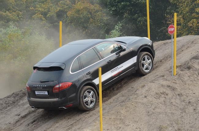 Украинские водители протестировали Porsche Cayenne в экстремальных условиях