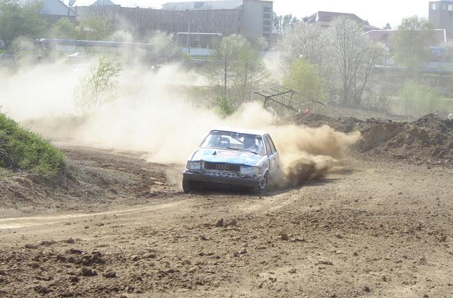 Автокросс в Черновцах - на кроссе бувает и очень пыльно