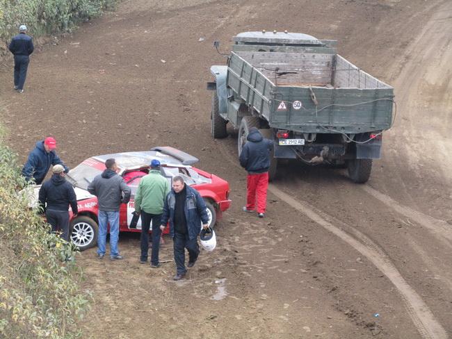 Черновцы, 5-й этап Чемпионата Украины по автокроссу, для Олега Крайнова из Кишинева гонка закончилась досрочно