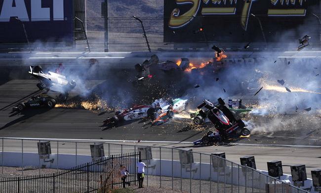 """Лас Вегас, в ужасный завал попало 15 машин, многие из которых """"поднялись в воздух"""""""
