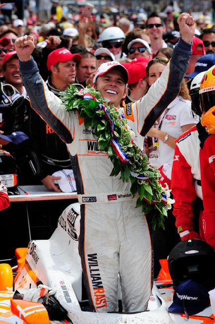 """Ден Вэлдон сразу после своего победного финиша в """"Инди-500"""" 2011-го года"""