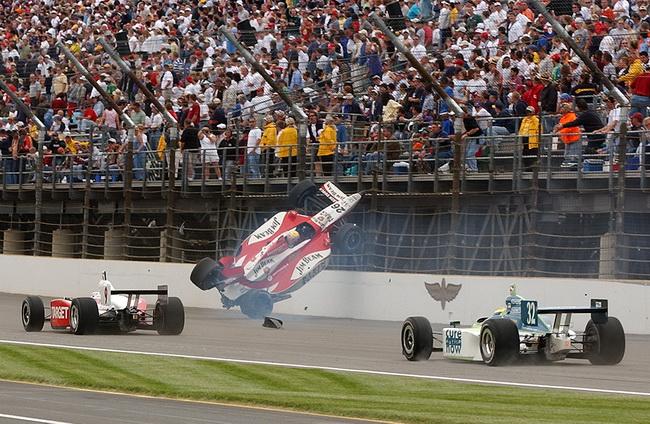 """2003-й год - его первый """"Инди-500"""" для Дена Вэлдона закончился переворотом"""