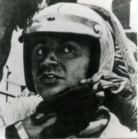 В те времена успешные гонщики становились настоящими профессионалами - они входили в сборные республик и СССР, получая зарплату за занятие спортом!
