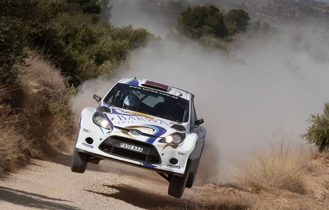 Нассер Аль-Аттиях вновь лидирует в S-WRC, но с учетом его ужасного невезения, вопрос - на долго ли? Пока он опережает Ханнинена всего на одну секунду...