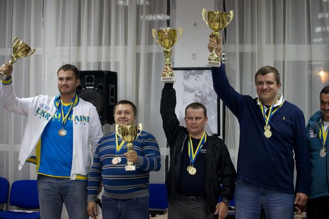Виктор Янукович-младший в своей дебютной ралли-рейдовой гонке заработал два набора медалей: за 3-е место в общем зачете и второе в группе