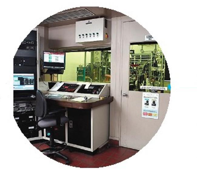 В лаборатории моторных испытаний масла тестируют на различных двигателях