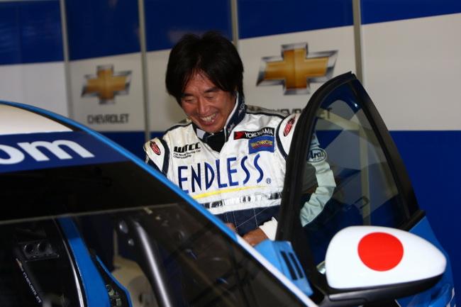"""За руль новейшего Chevrolet сядет японская раллийная звезда - """"Тоши"""" Араи. Это будет дебютом 45-летнего ветерана в WTCC"""