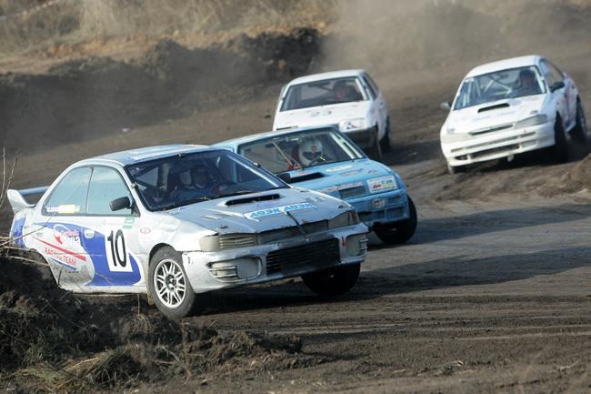 Раньше в 12-м классе баллом правили два Александра из Днепропетровска - Фельдман и Решетилов. Их автомобили остались в кроссе, но управляют ими новички