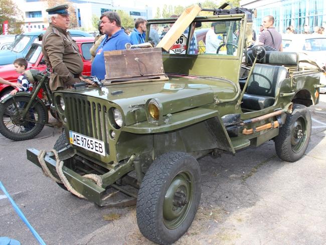 Проходящая на выходных в Днепропетровске выставка классических автомобилей D.A.R.S.-2012 собрала болем сотни участников