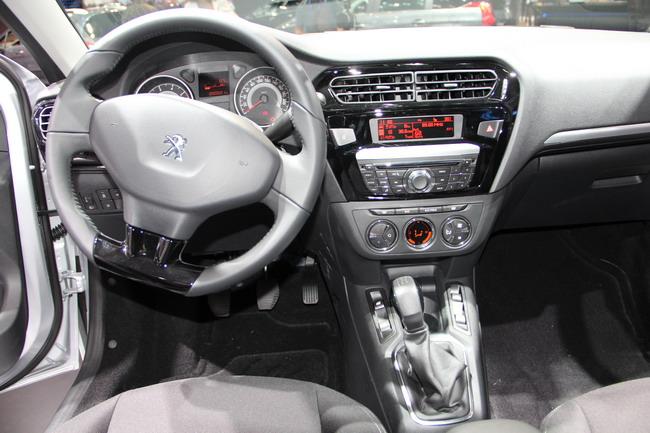 Peugeot301_3