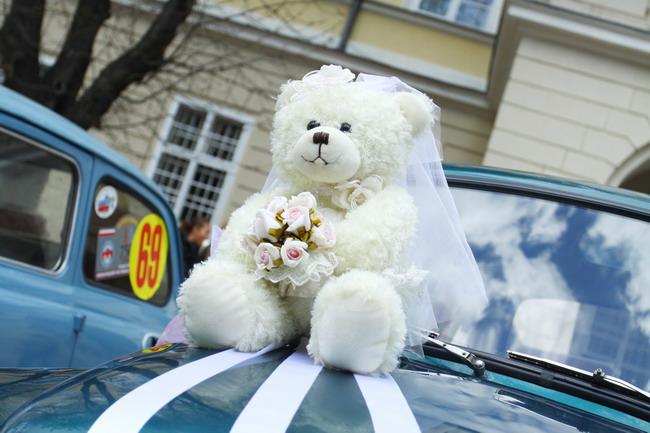 Свадьба во Львове закончилась автомобильным рекордом Украины