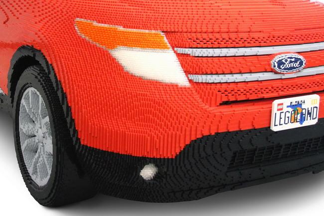 Ford Explorer в натуральную величину из конструктора Lego