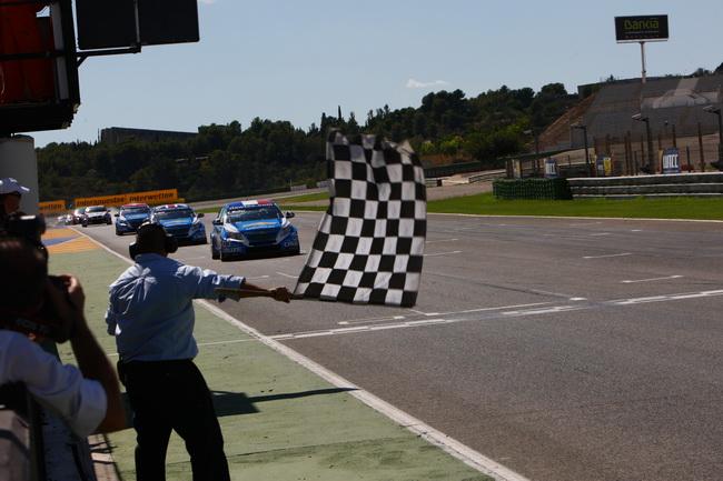 WTCC в Валенсии, триумфальное трио Chevrolet