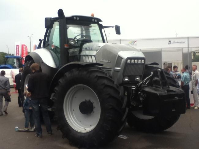 Сегодня любой посетитель выставки «Агро-2012» может посидеть в технике Lamborghini