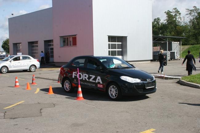 Автошоу на Столичном 2012: «Автоцентр» дарит подарки лучшим водителям
