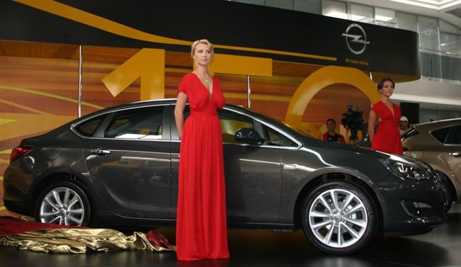 Новый седан Opel Astra