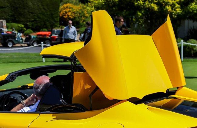 В Виндзорском замке в рамках Европейского конкурса элегантности состоялась европейская премьера McLaren MP4-12C Spider
