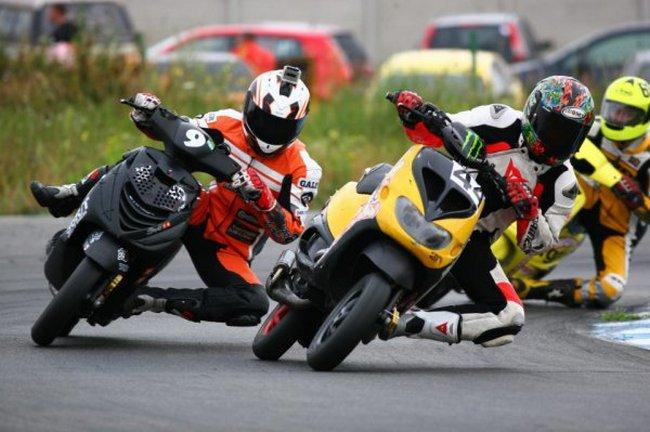 Чемпионат по шоссейно-кольцевым гонкам на скутерах