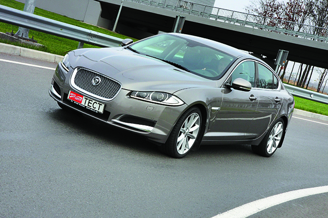 Jaguar XF 2,0 Turbo (240 л. с.)