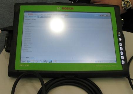 Сенсорный планшет Bosch через Bluetooth выводит информацию с тестера
