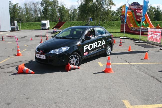 Прошел первый день конкурсной программы на определение лучших водителей «Автошоу на Столичном 2012»