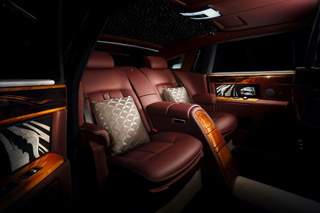 На Пекинском автосалоне Rolls-Royce представила эксклюзивную модель Travel Phantom