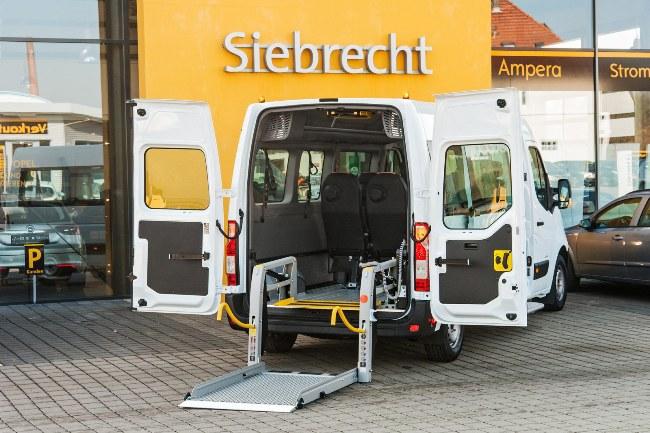 Opel Insignia подался в медики