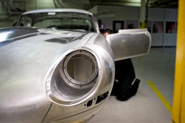 Jaguar возвращает в производство легендарный E-Type