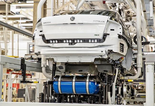 Skoda в июне покажет сразу две машины на газе