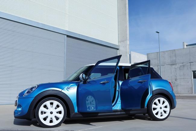 Пятидверный Mini: просто добавили двери, или изобрели машину заново