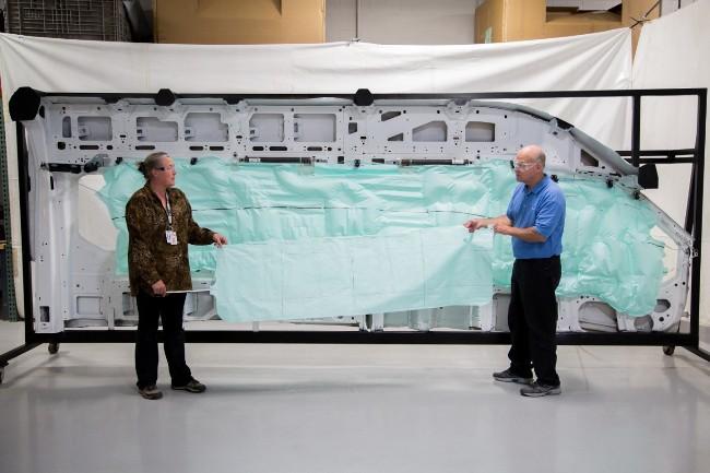 Ford Transit получил самую длинную подушку безопасности