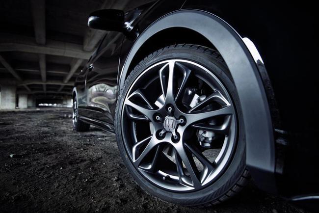 Новый Civic перешла на тёмную сторону