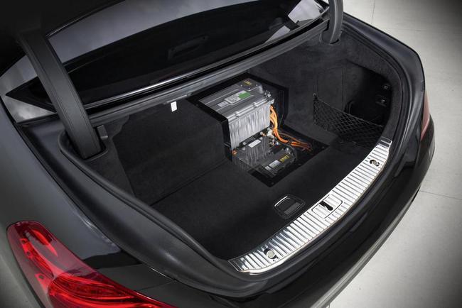 Стала известна дата старта продаж Mercedes S500 Hybrid