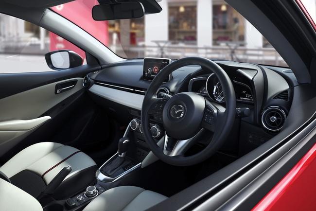 Новая Mazda 2 показала себя во всей красе