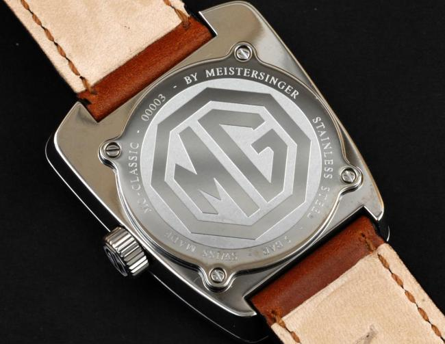 Появились часы в стиле MG
